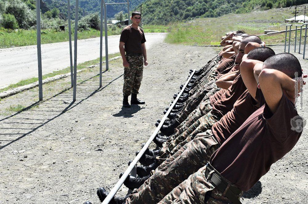 Զորամիավորումներում շարունակվում են նորակոչիկ զինծառայողների մարզումները