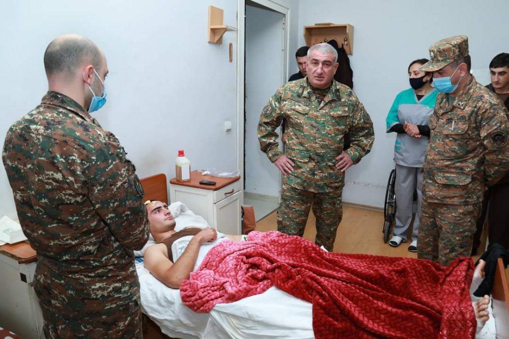 ՊԲ հրամանատարը այցելել է կենտրոնական զինվորական հոսպիտալ